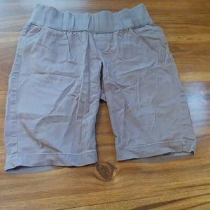 Gap maternity shorts size 6